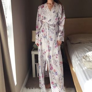 Lorraine floral long robe with lace details
